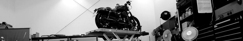 Werkstatt Header-Image Harley-Davidson Hamburg Süd Motorrad auf Hebebühne